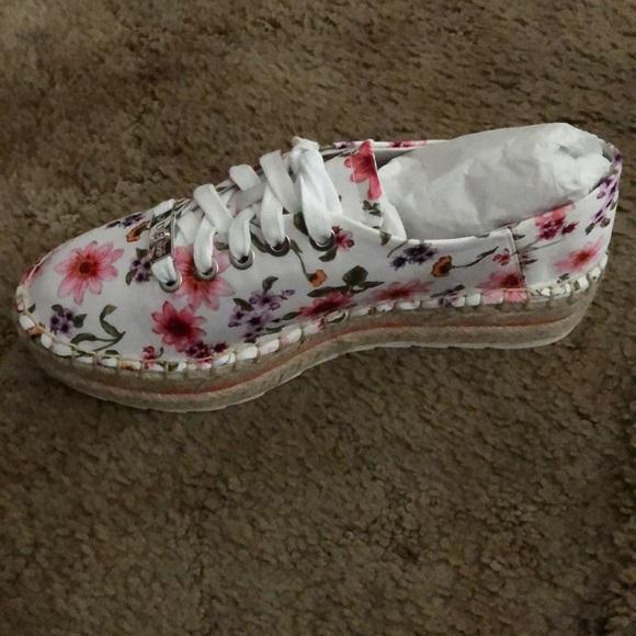 6a19fdc25 Guess Shoes | Womens Venusa Platform Espadrille Sneakers | Poshmark